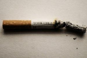 סיגריה מתפוררת עם כיתוב