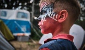 ילד עם איפור ספיידרמן