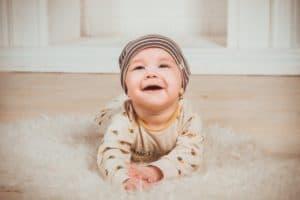 תינוק על שטיח